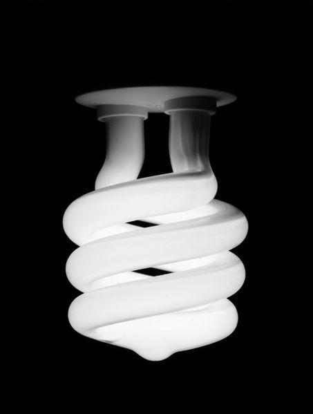 ampoule fluocompacte allumée